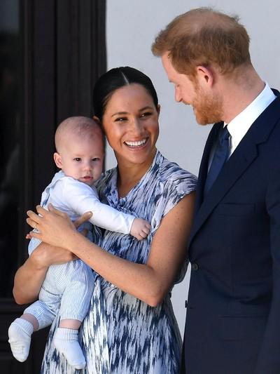 Meghan Markle, Pangeran Harry dan Archie Harrison Mountbatten-Windsor. Foto: Toby Melville - Pool/Getty Images
