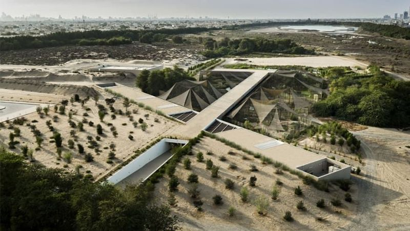 Proyek ini juga masuk dalam ajang Aga Khan Award for Architecture. Namanya Wasit Wetland Centre di Sharjah, UEA (CNN)