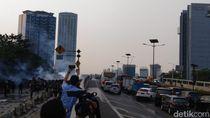 Demo Pelajar Meluber ke Tol Slipi, Pengendara Tak Berani Lewat