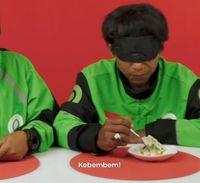 Ini Ekspresi Driver Ojol Saat Cicip Beragam Makanan dengan Mata Tertutup