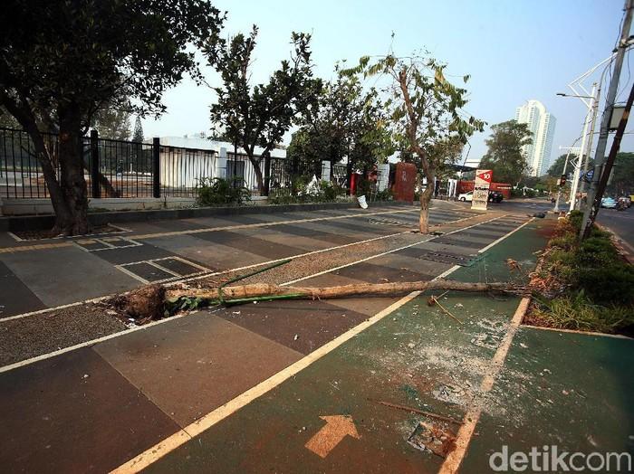 Area sekitar GBK terdampak demo rusuh (Foto: Rengga Sancaya)