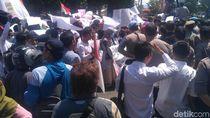 LBH Jakarta: 50 Mahasiswa Unjuk Rasa di DPR Hilang Sejak Kemarin