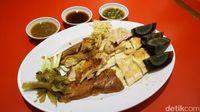 Bubur Cap Tiger: Bubur Ayam Klasik Plus Topping Ayam Kampung dan Telur Pitan