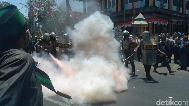 Keranda mayat dibakar mahasiswa/