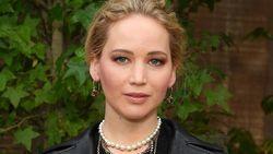 Congrats! Jennifer Lawrence-Cooke Maroney Resmi Jadi Suami-Istri
