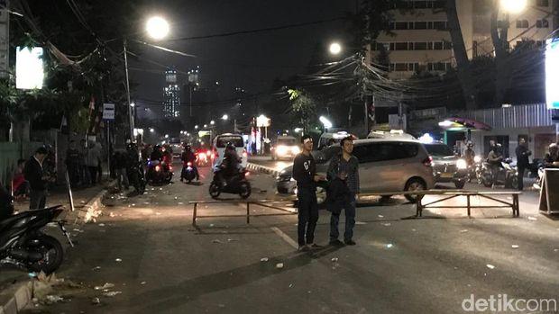 Massa di Jalan KS Tubun Bubar, Personel TNI Berjaga di Slipi