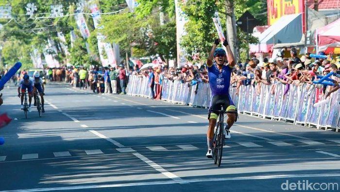 Aiman Cahyadi  juara etape II Tour de Banyuwangi Ijen 2019 (Ardian Fanani/detikSport)