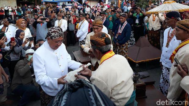 Warga Imogiri Kirab Siwur jelang upacara Nguras Enceh.