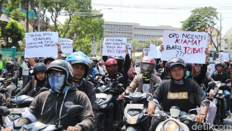 Mahasiswa Surabaya Bergerak Dprd Jatim Jadi Sasaran Aksi Demo