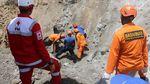 Evakuasi Korban Tewas Gempa Ambon
