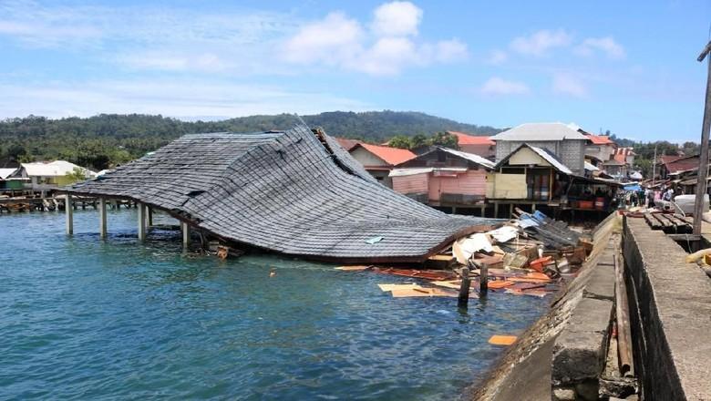 Kerusakan infrastruktur di Ambon (Antara Foto)