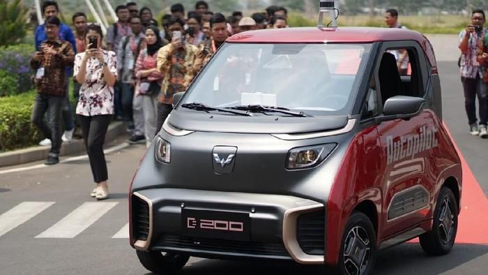 Mobil Hantu Wuling E200, Bisa Melaju Sendiri Tanpa Sopir.
