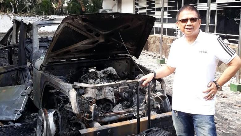 Wakil Ketua KONI dan Jeep Wrangler Rubicon Miliknya yang Dibakar Massa di DPR (dok Pribadi)