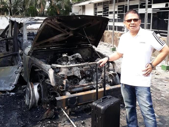 Jeep Wrangler Rubicon Waketum KONI yang Hangus Dibakar Massa