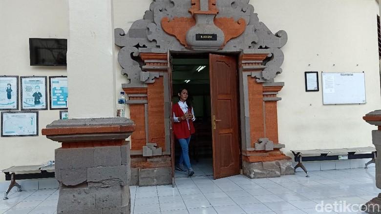 Waria Spesialis Pembobol Vila di Bali Dituntut 1,5 Tahun Penjara