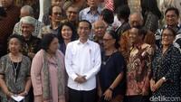 Dalam pertemuan itu, Jokowi menegaskan komitmennya menegakkan kehidupan demokrasi di Indonesia. Terutama terkait kebebasan berpendapat dalam demokrasi. Dia meminta para tokoh nasional tak ragu akan komitmennya.