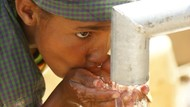 Sedih! Anak-anak di India Ini Naik Kereta Untuk Dapatkan Air Bersih