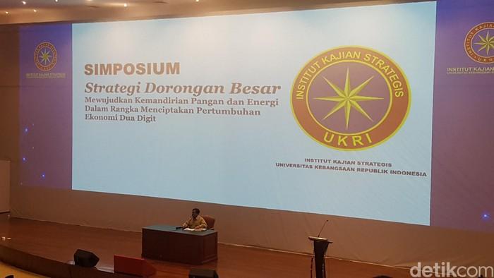 Ketua Umum Partai Gerindra Prabowo Subianto menyampaikan simposium di kediamannya. (Zunita/detikcom)