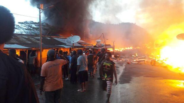 Ratusan kios di Oksibil, Papua dibakar, Kamis (26/9/2019)