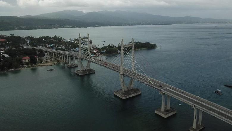 Jembatan Merah Putih tetap aman dilewati pasca gempa tektonik magnitudo 6,8 di kota Ambon. Inti yuk penampakannya.