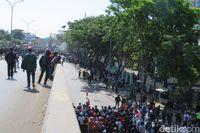 Tiba di Kantor DPRD Sulsel, Massa Pelajar Disambut Mahasiswa