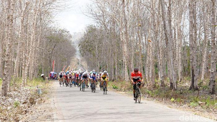Etape 2 Tour de Banyuwangi Ijen 2019 suguhkan jalur terpanjang.  (Adrian Fanani/detikSport)