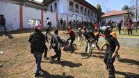 Unjuk rasa di depan kantor DPRD Sulawesi Tenggara berujung ricuh dan mengakibatkan dua mahasiswa meninggal