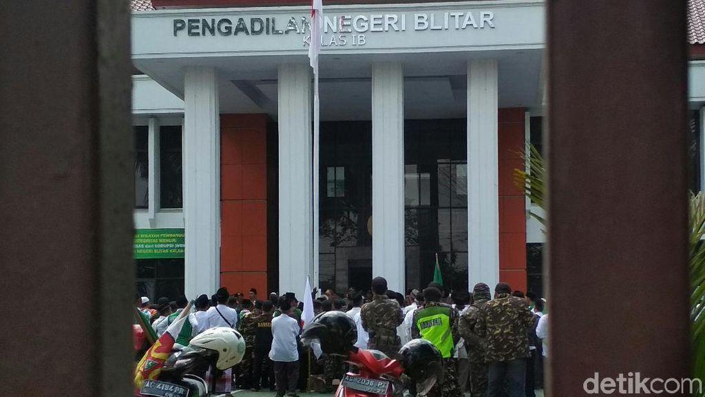 500 Anggota Jemaah NU Geruduk PN Blitar Dukung Pembacaan Eksepsi Tokohnya