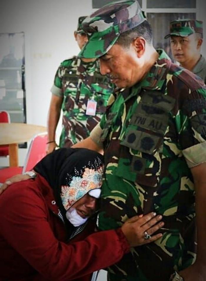 Foto: Evakuasi korban dan pengungsi dari Wamena. (Dok Dispen TNI AU).