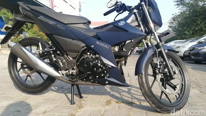 Selain skuter NEX II, motor ikonik Suzuki Satria F150 mendapatkan penyegaran tampilan pada tahun 2019. Motor diluncurkan di Jakarta, Kamis (26/9/2019).