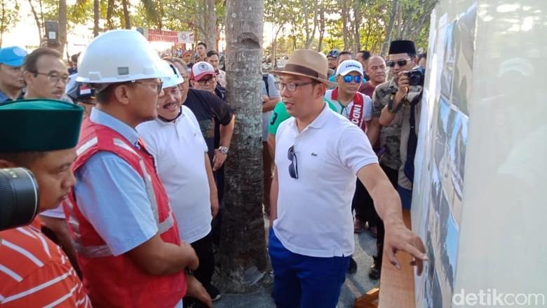 Foto:  Ridwan Kamil kunjungan ke Pangandaran (Andi Nurroni/detikcom)