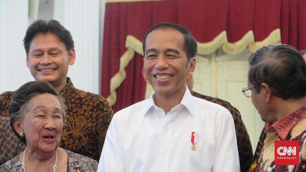 Saat bertemu para tokoh nasional di Istana, Kamis (26/9), Presiden Jokowi mengaku akan mengkaji soal Perppu KPK.