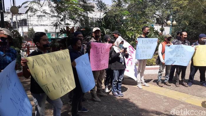 Aksi solidaritas jurnalis di Kota Cimahi dan Kabupaten Bandung Barat (KBB). (Foto: Yudha Maulana/detikcom)