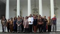 Sejumlah tokoh nasional turut hadir bertemu dengan Jokowi di Istana Merdeka, diantaranya adalah Romo Magnis Suseno, Mahfud Md, Alissa Wahid, Quraish Shihab, Butet Kartaredjasa, Goenawan Mohamad, Anita Wahid, hingga Christine Hakim.