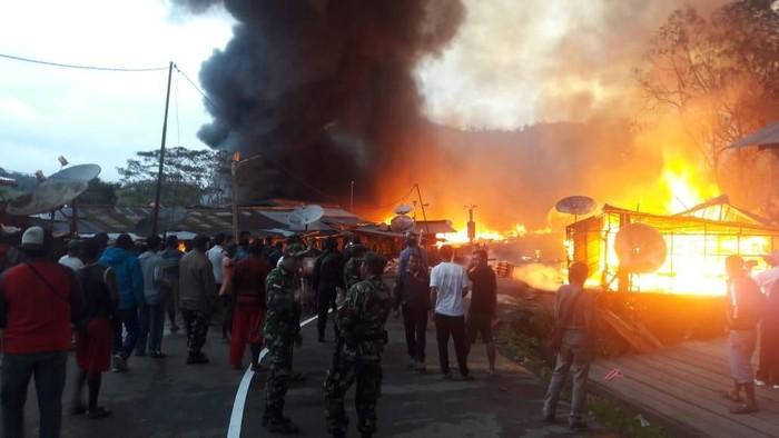 Ratusan kios di Oksibil, Papua dibakar, Kamis (26/9) (Foto: DOK. Polda Papua)