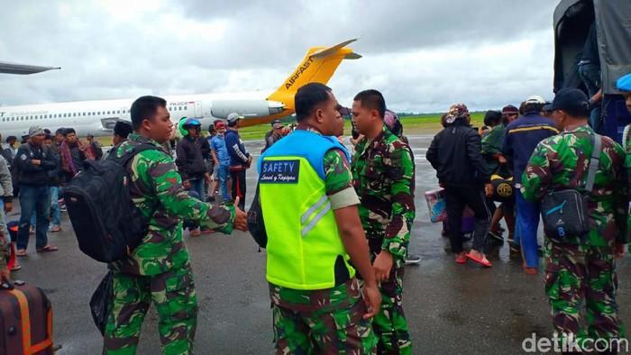 Foto: Seratusan orang kembali dievakuasi dari Wamena (Saiman-detikcom)