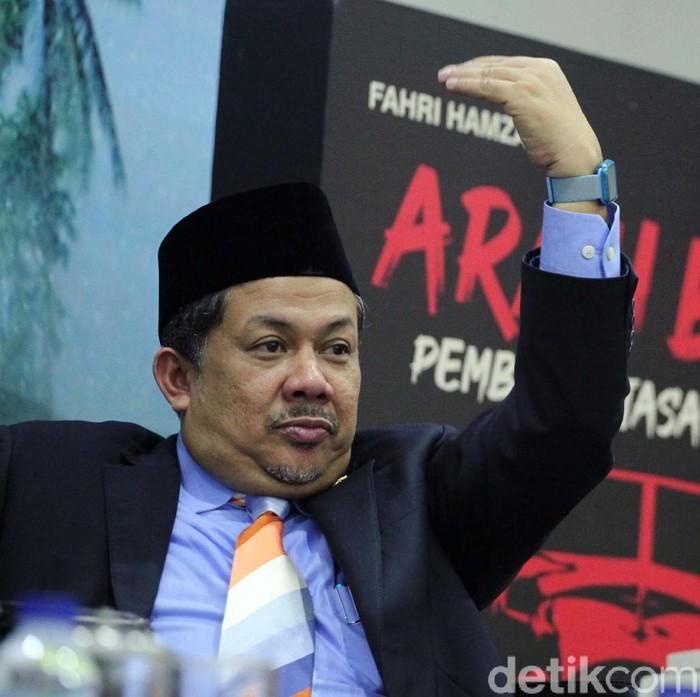 Wakil Ketua DPR Fahri Hamzah meluncurkan dua buku hasil pemikirannya. Buku tersebut berjudul Arah Baru Pemberantasan Korupsi dan Daulat Rakyat.