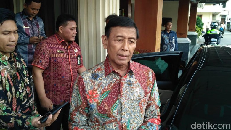 Menko Polhukam Wiranto Diserang Seorang Pria di Banten