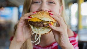 Burger Tak Sehat dan Bikin Gendut? Ini Fakta Nutrisinya