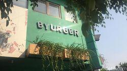Asyiknya Makan Burger Kekinian yang Bisa Diracik Sendiri