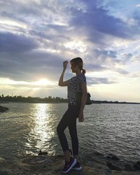 Di sela hobinya, dia juga pergi jalan-jalan lho. (fykaaschaa/Instagram)