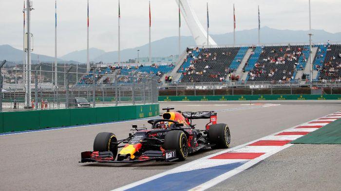 Max Verstappen tercepat di FP2 GP Rusia (Foto: Maxim Shemetov/Reuters)