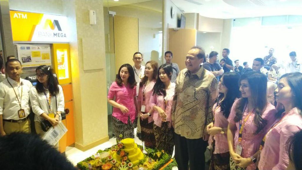 Bank Mega Buka Kantor Baru di Transmart Majapahit