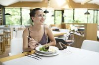 5 Tips Agar Kamu Tak Canggung Makan Sendirian Saat Traveling