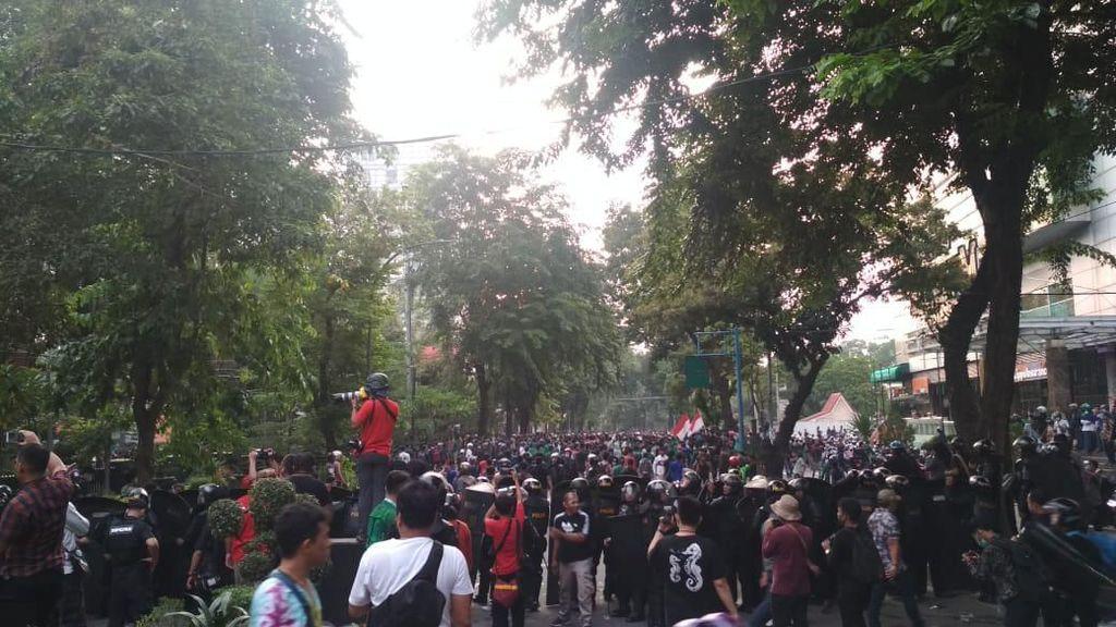 Polisi Periksa Pemasok Nasi Bungkus Saat Demo Ricuh di Medan