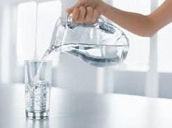 Saking Bencinya Air Putih, Wanita Ini Lebih Memilih Dehidrasi daripada Minum
