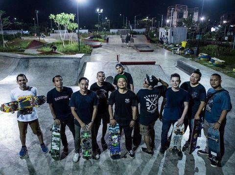 Senayan Skateboarders, salah satu komunitas olahraga yang memanfaatkan Stadion GBK sebagai arena bermain dan berkumpul
