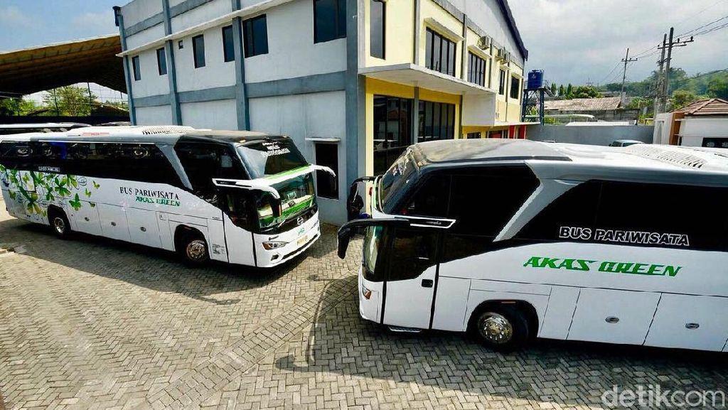 Marak Taksi Online Bikin Penumpang Bus Pindah Haluan