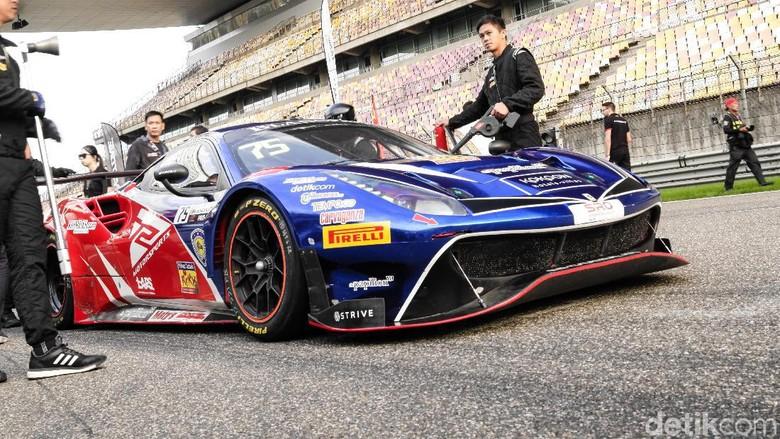 Mobil balap Ferrari 488 GT3 yang digunakan Rio Haryanto dan David Tjiptobiantoro di balapan Blancpain Asia Foto: Dok.T2 Motorsports
