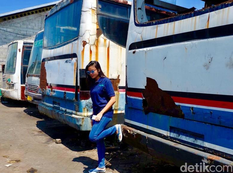 Aprilia D. Lestari, srikandi di dunia transportasi bus. Foto: Istimewa